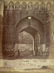 Close view of the Delhi Gateway, Aurangabad.